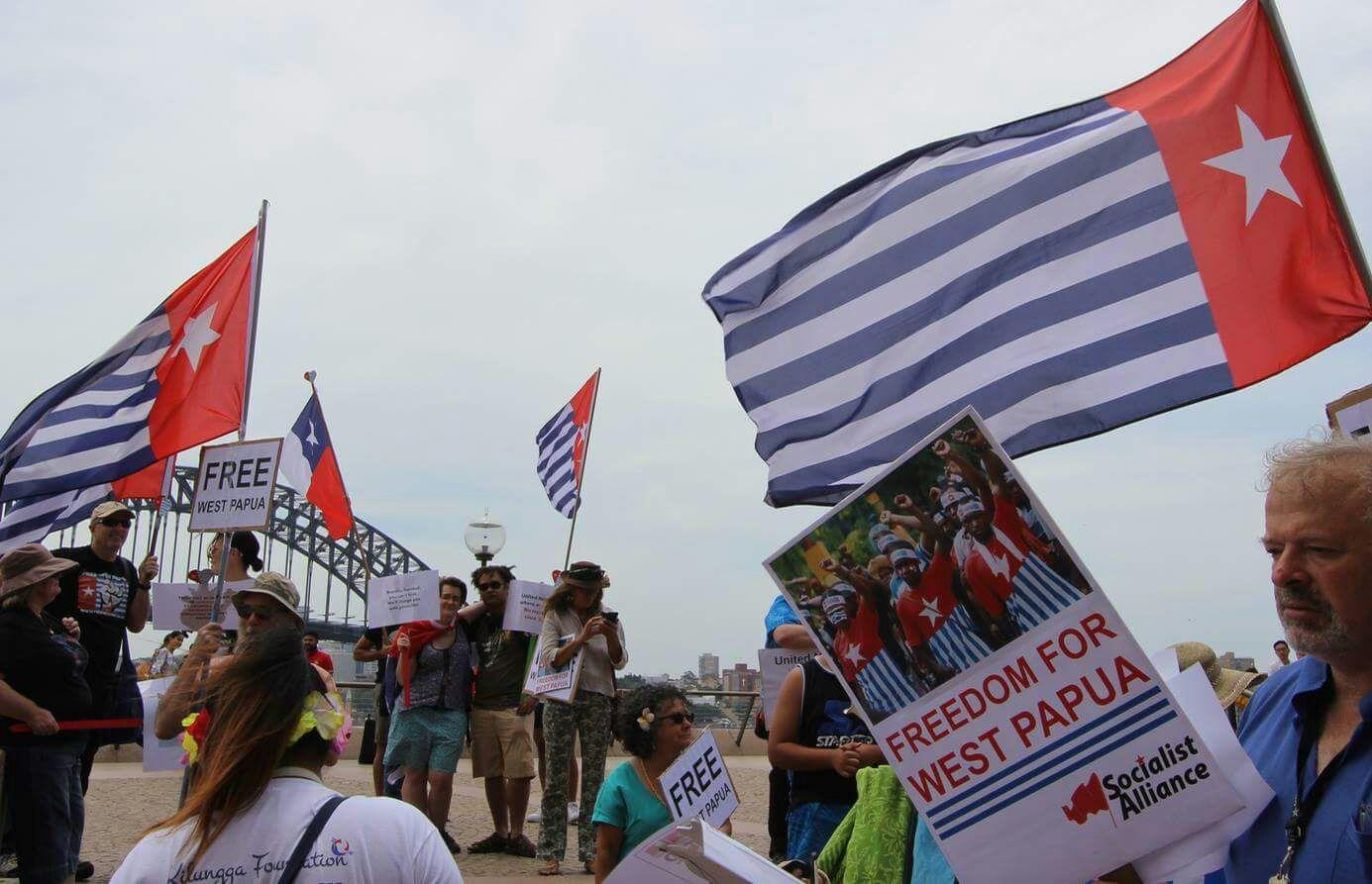 Aksi Long March memperingati HUT Kemerdekaan Papua Barat ke - 55 di Sidney Australia. Socialist Alliance terlibat dalam Aksi ini.@Selai Draunidalo.